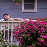 Поздрави от Пенчето пред розовия храст в Канзас Сити, 2013 г.